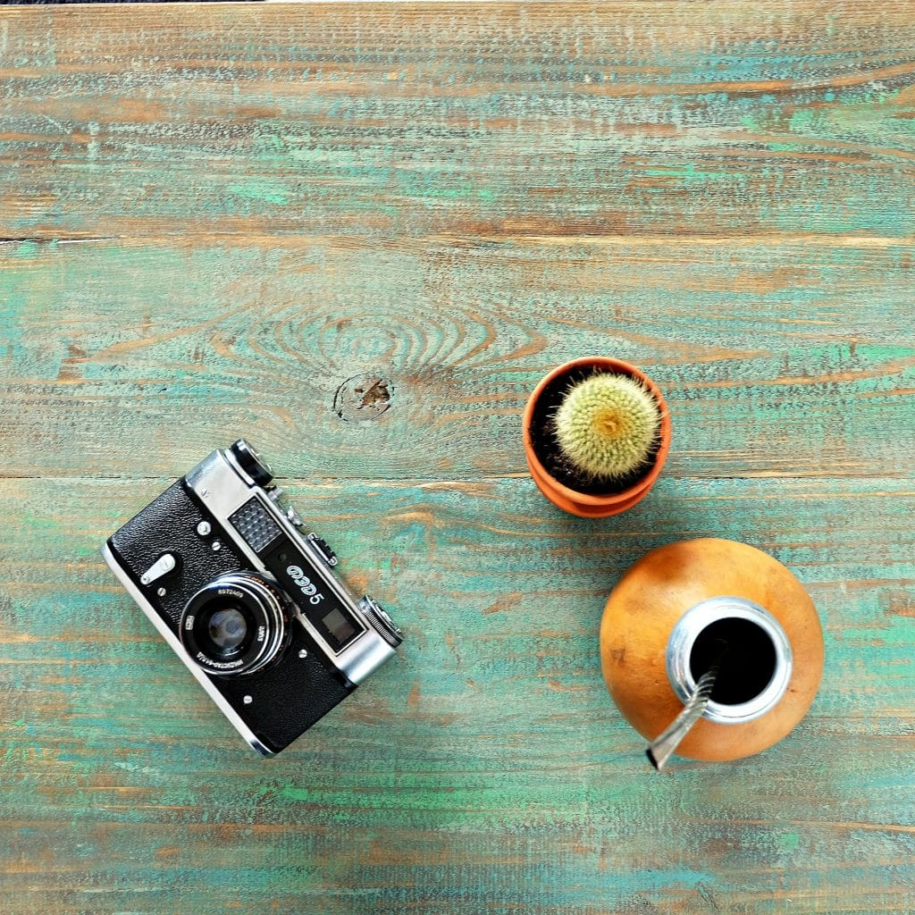 nowoczesny drewniany stolik kawowy